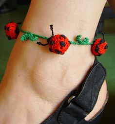 Elvesztetted a fonalat? Itt megtalálod! Kézimunkasuli: Horgolt katicás bokalánc Bracelets, Leather, Jewelry, Fashion, Crocodile, Moda, Jewlery, Jewerly, Fashion Styles