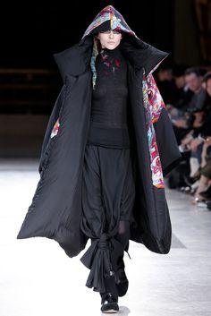 Yohji Yamamoto Fall 2014 Ready-to-Wear Fashion Show