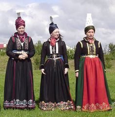 Prúðbúnar konur, Iceland Denmark Culture, European Costumes, World Thinking Day, Clothing And Textile, We Are The World, Folk Costume, World Cultures, Ethnic Fashion, Traditional Dresses