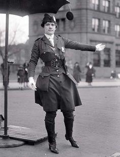 Leona N. King, la première policière américaine. (1918)
