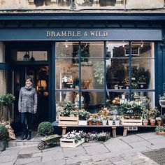 Florists...have you heard about the Flowerona Job Vacancies Board? It's something which I so wish had been available when I was looking for a job. Just gone live today is a new advert for a Part-Time Florist position with Grace at @brambleandwild in Frome Somerset. Isn't her shop gorgeous?! Simply tap on the link in my profile for more details. (By the way even though the current adverts are for UK positions the Board is available for global vacancies.) | #underthefloralspell #floristryjobs