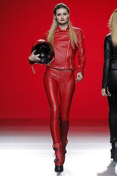Maya Hansen - Madrid Fashion Week O/I red leather jacket pants gaiters Unisex Fashion, Womens Fashion, Leder Outfits, Lady Biker, Biker Chick, Black Corset, Great Women, Linda Evangelista, Leather Pants