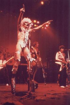 WHITE PUNKS ON DOPE: Fee Waybill and the Tubes