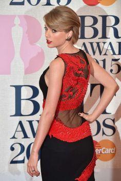Taylor Swift Taylor Swift Videos, Taylor Swift Hot, Fashion Week, Fashion Outfits, Fashion Hair, Vogue Fashion, Red Fashion, High Fashion, Workout Hairstyles