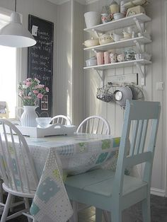 Scandinavian cottage kitchen - people keep saying color, and I keep finding the whites and blues. Elegant Home Decor, Affordable Home Decor, Elegant Homes, Cheap Home Decor, Cottage Shabby Chic, Cocina Shabby Chic, Romantic Cottage, Cottage Style, Cottage Interiors