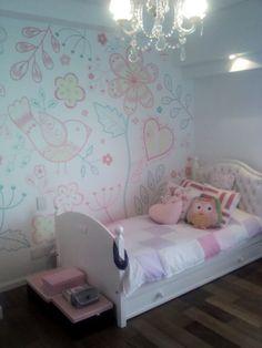 mural cuarto niña píntado por Lucia Molina
