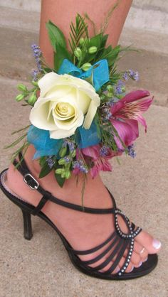 Homecoming Wristlet Prom Dress Flowers Shoes Homecoming Flowers, Prom Flowers, Flower Dresses, Beautiful Flowers, Wedding Flowers, Homecoming Corsage, Prom Corsage And Boutonniere, Corsage Wedding, Wedding Bouquets