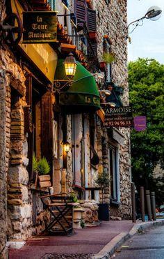 Antibes, French Riviera. Romantic travel. jebiga.com recommendation