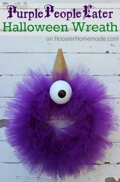 Halloween Monster Wreath: Purple People Eater Tutorial on HoosierHomemade,com by vonda Halloween Door, Halloween Projects, Holidays Halloween, Happy Halloween, Halloween Decorations, Halloween Wreaths, Halloween Ideas, Halloween 2019, Holiday Decorations