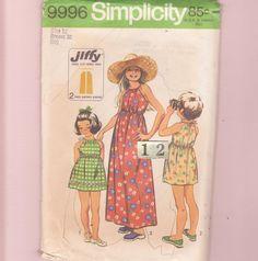 Empire taille dos nu robe de la jeune fille, robe des années 1970 simplicité 9996 Mod facile long, attaché mini robe patron de couture / 12 ans…