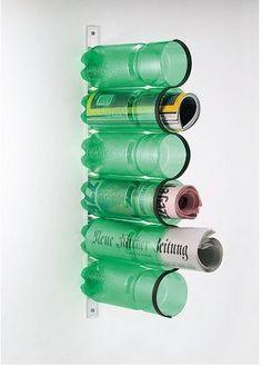 Portariviste con le bottiglie di plastica