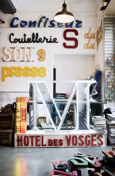 In the heart of Paris, Nicolas Flachot and Thierry Bruere, two typography lovers carefully gathered more than 2000 vintage signs from flea markets all over the world. In their industrial workshop,they create unique and original compositions. Various sizes and shapes are available in different materials such as zinc, bakelite or wood.