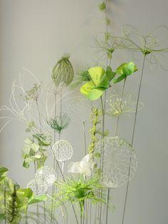 Respire - Laurence Aguerre - Dtail 2 Plus Sculpture Textile, Art Textile, Sculpture Art, Wire Flowers, Fabric Flowers, Paper Flowers, Flower Crafts, Flower Art, Creative Textiles
