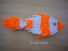 DIY tuto Poisson d'Avril en Origami 3D Useful Origami, Origami Easy, Poisson D'avril Origami, Paper Art, Paper Crafts, Diy Crafts, 3d Origami Tutorial, 3d Quilling, Christmas Origami