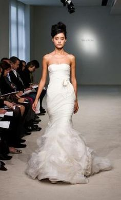 Search Used Wedding Dresses & PreOwned Wedding Gowns For Sale Preloved Wedding Dresses, 2nd Wedding Dresses, Wedding Dress Sizes, Dress Picture, Vera Wang, Wedding Inspiration, Wedding Ideas, Wedding Stuff, Wedding Planning