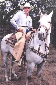 Roper George on horse AND chaps w/ his initials. Young George Strait, George Strait Family, George Strait Ranch, Country Music Artists, Country Music Stars, Country Singers, Musica Country, Rodeo Cowboys, Hot Cowboys