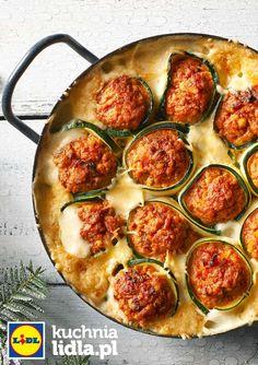 Zapiekane cannelloni z cukinii i mięsa mielonego w sosie beszamelowym. Kuchnia Lidla - Lidl Polska. #lidl #cannelloni #cukinia