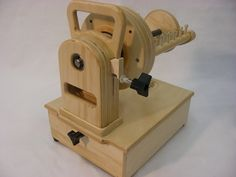 http://spinolution.com/wp-content/uploads/2013/12/firefly3524.jpg my next electric spinning wheel