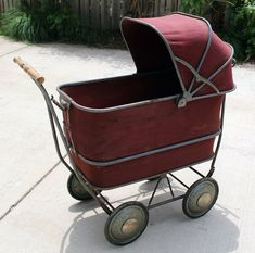 sweepstakes and Vintage Baby Buggy Vintage Pram, Vintage Dolls, Pram Stroller, Baby Strollers, Prams And Pushchairs, Baby Buggy, Dolls Prams, Baby Prams, Baby Carriage