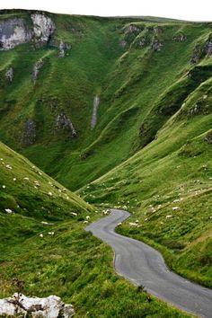 Winnat Pass - Derbyshire - England