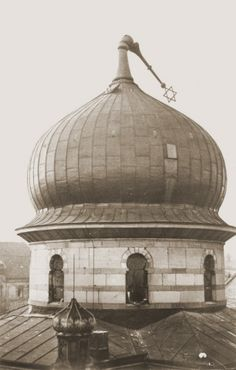 The Star of David atop the Zerrennerstrasse synagogue in Pforzheim lies bent over the cupola as a result of the burning of the synagogue on ...