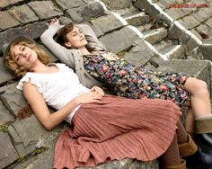 Just saw this movie and I love their outfits! Fedora, skirts, and rubber boots :)