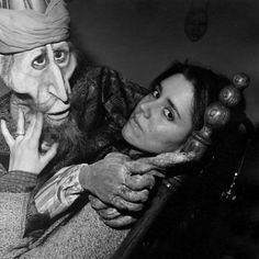 julie taymor- My hero. Julie Taymor, Puppets, The Dreamers, How To Draw Hands, Folk, Cinema, Stylists, Portrait, People