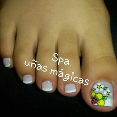 ❤ Cute toe nail art and flower! French Pedicure, Pedicure Nail Art, Pedicure Designs, Toe Nail Art, Summer Toe Designs, Fall Nail Art Designs, Toe Nail Designs, Pretty Toe Nails, Cute Toe Nails