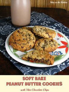 Soft Bake Peanut Butter Cookies with Mini Chocolate Chips : My new favorite cookie recipe. Soft Baked Cookies, Soft Peanut Butter Cookies, Peanut Butter Desserts, Yummy Cookies, Favorite Cookie Recipe, Favorite Recipes, Cookie Recipes, Dessert Recipes, Delicious Desserts