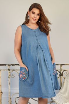 Stay stylish with this super chic dress from our Bump It Up maternity collection. Made entirely from cotton for comfort, it is cut to a knee length and features a pleated front for a flattering finish. Maxi Gowns, White Maxi Dresses, Plus Size Maternity Dresses, Maxi Outfits, Dress Up Costumes, Pregnancy Outfits, Classy Outfits, Designer Dresses, Bump