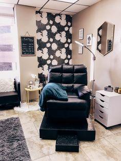 Spa Room Decor, Beauty Room Decor, Eyelash Studio, Eyelash Salon, Spa Room Ideas Estheticians, Tech Room, Esthetics Room, Home Salon, Glam Room