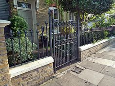 Chelsea Brick Walls and Rails - Garden Design London Chelsea Kensington Belgravia Garden Railings, Gates And Railings, Garden Gates, Wall Railing, Iron Stair Railing, Brick Fence, Front Yard Fence, Front Path, Victorian Front Garden