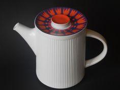 Retro teapot with tulips (Richard Latham for Thomas / Rosenthal)
