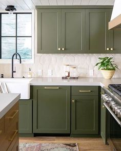 20 color combinations for cabinet colors for the kitchen Trend update bold kitchen furniture Becki owensTrend update bold kitchen furniture Becki owensMoody Green kitchen cabinet lacquer colorsNine Moody Green Kitchens with their color Green Kitchen Cabinets, Kitchen Cabinet Colors, Painting Kitchen Cabinets, Kitchen Cabinetry, Kitchen Colors, Kitchen Paint, Green Kitchen Island, Kitchen Layout, Blue Cabinets