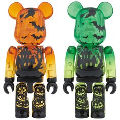 Halloween Bearbrick Toys In Orange & Green with Bat Details for fun & Games with Halloween-Themed Designer Toys! Via Plastic and Plush Halloween 2014, Halloween Night, Spirit Halloween, Halloween Masks, Baby Halloween, Halloween Themes, Halloween Inspo, Weird Jewelry, Robots For Kids