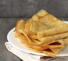 These gluten-free dairy-free crepes are actually egg-free vegan and sugar-free too. But you can optionally use eggs. Includes two sweet and one savory filling option. Gluten Free Recipes, Vegan Recipes, Snack Recipes, Cooking Recipes, Sem Gluten Sem Lactose, Menu Dieta, Gluten Free Pancakes, Crepe Recipes, Vegan Options