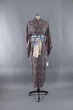 2ddb678de7 1940s Vintage Silk Kimono Robe   Pink  amp  Grey Arabesque Print  vintage   shopvintage
