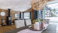 hytte interiør sjø - Google-søk Divider, Ceiling Lights, Lighting, Room, Furniture, Home Decor, Bedroom, Decoration Home, Room Decor
