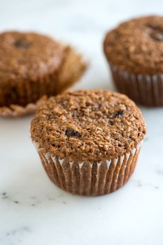 Delicious and easy bran muffins recipe packed with wheat bran, plump raisins and applesauce. Cupcakes, Raisin Bran Muffins, Bran Muffins With Raisins, Peach Muffin Recipes, Pan Comido, Peach Muffins, Raisin Recipes, All Bran, Healthy Pumpkin