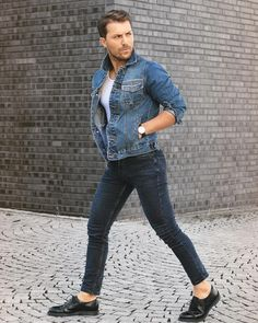 How to Wear A Denim Jacket In Style For This Fall 14. Click image to see more. #men #outfits #UrbanMenOutfits #mensfashion #mensguides #menswear #menstreetstyle #stylish #trendy #streetstyle #fall #fallfashion #falloutfits #fashion #ootd #jacket #denim #denimjacket
