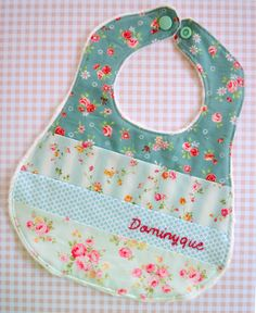 Patchwork bib by Down Grapevine Lane Baby Sewing Projects, Sewing For Kids, Craft Projects, Baby Bibs Patterns, Patchwork Baby, Baby Bonnets, Baby Crafts, Baby Decor, Burp Cloths