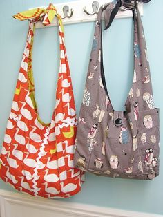 I made one like the one on the left with repurposed sheets from the thrift shop, I used a vintage pattern. These bags are so handy when you need something a bit bigger than a handbag. I use mine a lot as a diaper bag if I am going to be away from the house for over a few hours.