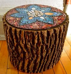 Wood Projects Beautiful Way of Reusing Old Wood Logs With Ceramics Into Stools Recycled Art Wood Mosaic Crafts, Mosaic Projects, Mosaic Art, Mosaic Glass, Stained Glass, Mosaic Ideas, Wood Stumps, Wood Logs, Old Wood