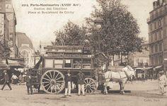 La station des omnibus de la place et le boulevard de Clichy, vers 1900.