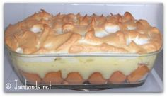 I'm willing to bet that most people haven't seen a banana pudding with meringue baked on top. This recipe comes from Maya Angelou and uses a from scratch vanilla pudding, sliced bananas on top of a layer of nilla wafers. The pudding got quite brown only No Bake Banana Pudding, Homemade Banana Pudding, Banana Pudding Recipes, Bannana Pudding, Pudding Cake, Pudding Desserts, Holiday Desserts, Just Desserts, Delicious Desserts