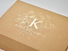 Pukka gifting Custom Gold foil design printed to lid of natural kraft folding gift box from Foldabox Kraft Box Packaging, Foil Packaging, Coffee Packaging, Bottle Packaging, Product Packaging, Gold Gift Boxes, Gift Box Design, Kraft Gift Boxes, Print Box