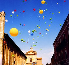Baloons in my favourite city - Atri, Abruzzo, Italy Travel Booking Sites, Rainbow Colours, Adriatic Sea, Fun Things, Balloons, Wanderlust, Around The Worlds, Tours, Landscape