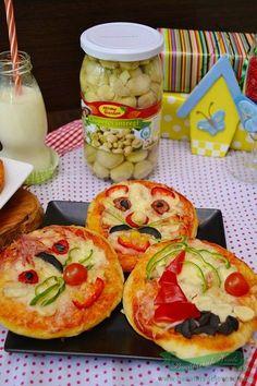 pizza-haioasa-pentru-copii Clean Eating Plans, Clean Eating Challenge, Baby Food Recipes, Diet Recipes, Romanian Food, Romanian Recipes, Vegetarian Stir Fry, Veggie Platters, Flat Belly Foods