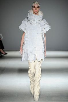 Gareth Pugh Fall 2014 Ready-to-Wear Collection Slideshow on Style.com
