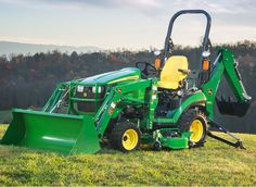 John Deere 1 family Sub Compact Utility Tractor Price & Specifications John Deere Equipment, Heavy Equipment, Outdoor Power Equipment, Garden Equipment, Sub Compact Tractors, Quad, Old John Deere Tractors, Garden Tractor Attachments, Types Of Lawn